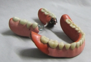 Rubber and porcelain dentures (1850-1900), Museum of Health Care #010020080